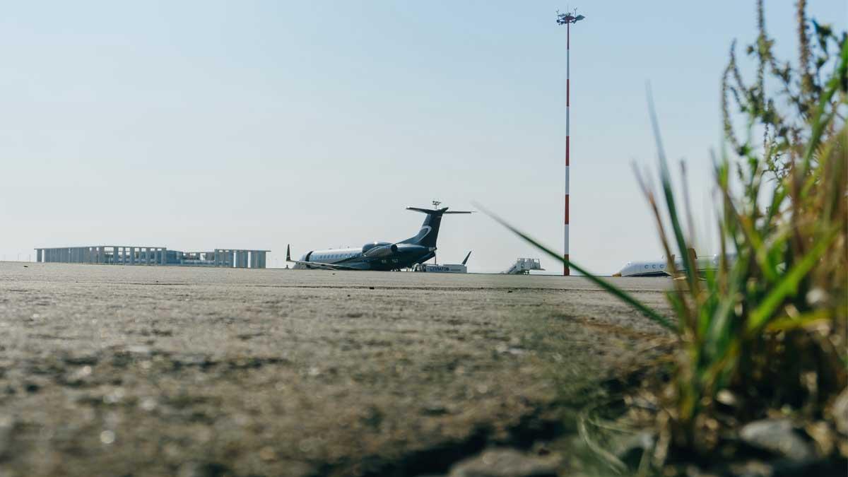 маленький аэропорт трава самолет