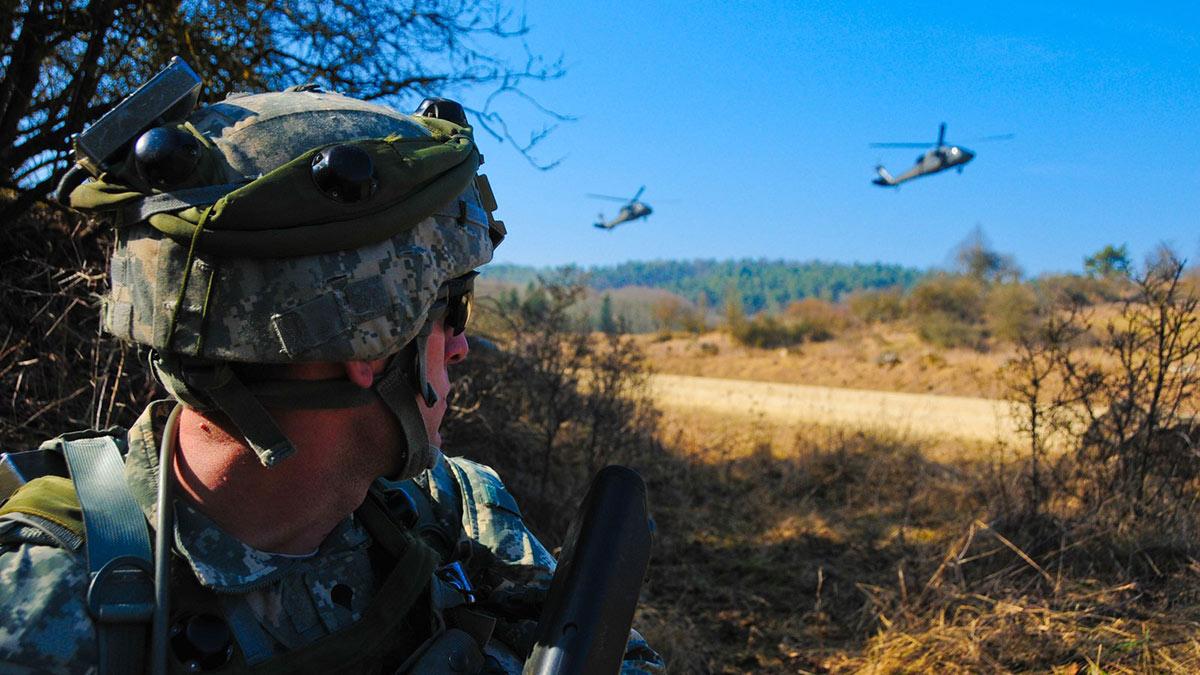 солдат нато учения вертолеты войска