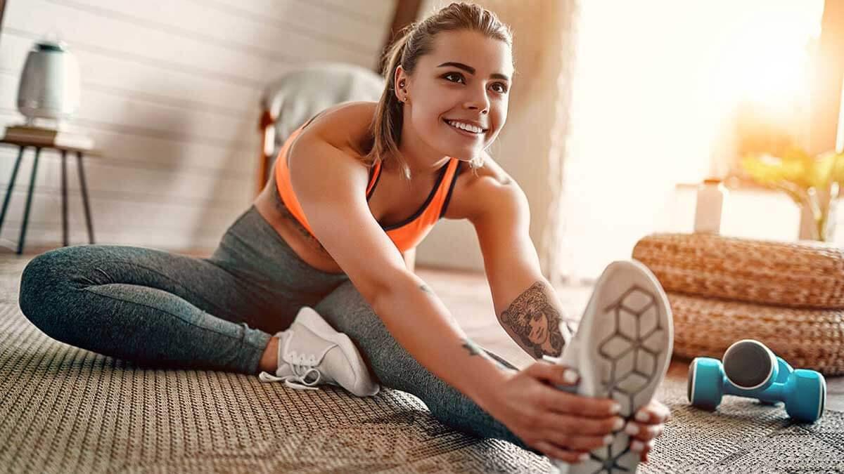 девушка растяжка спорт дома