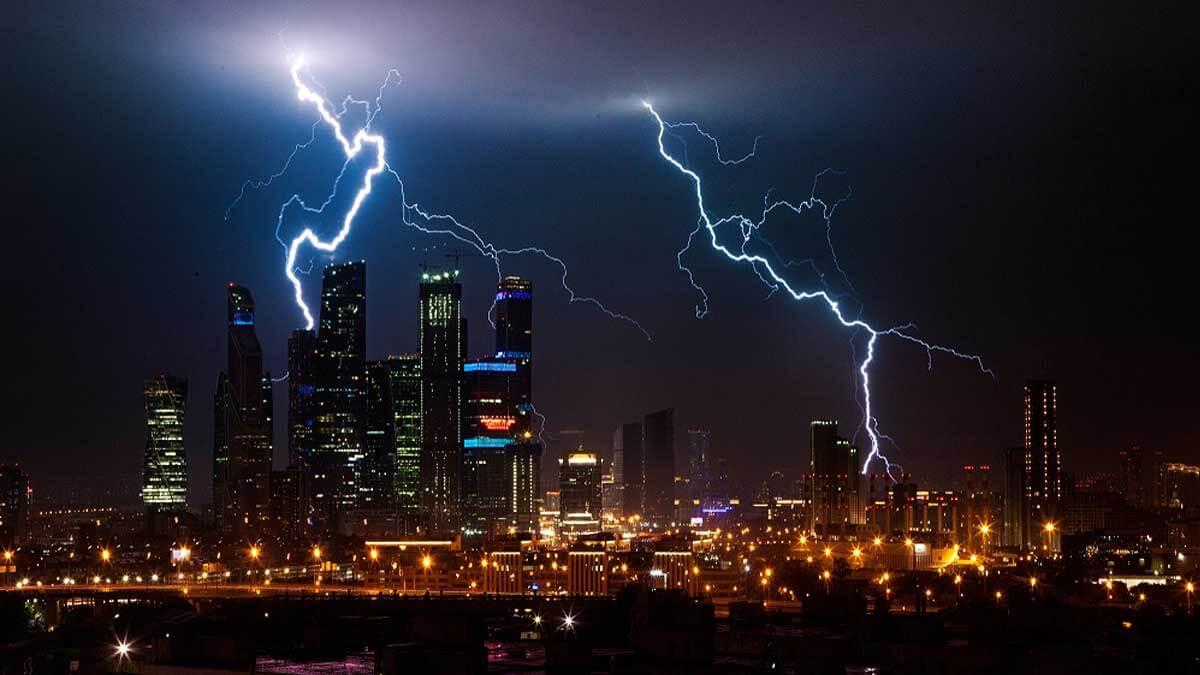 гроза Москва Сити дождь