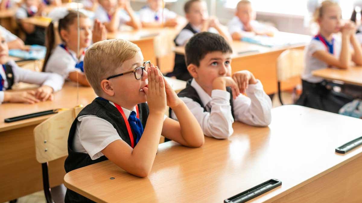 ученики школа класс парты урок