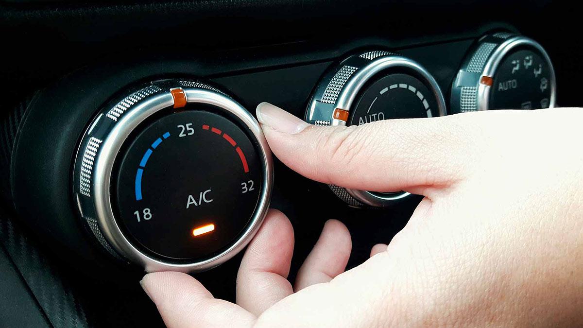 включение кондиционера в автомобиле