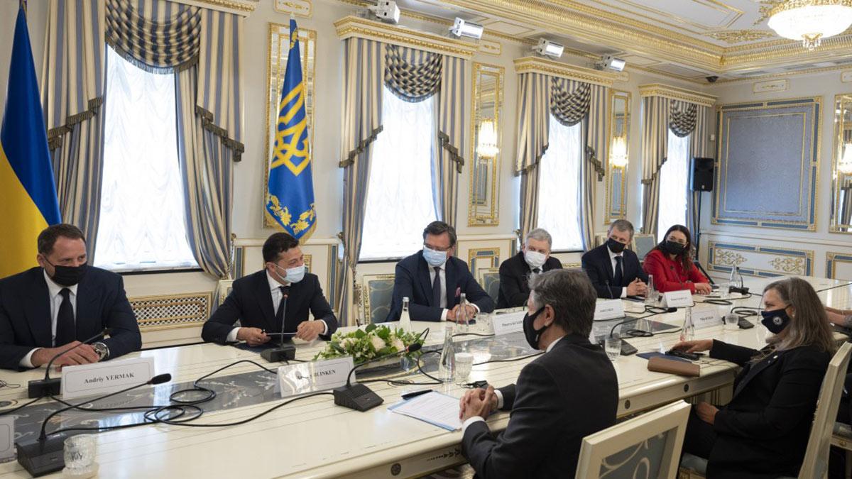 Президент Украины Владимир Зеленский на пресс-конференции с госсекретарем США Энтони Блинкеном