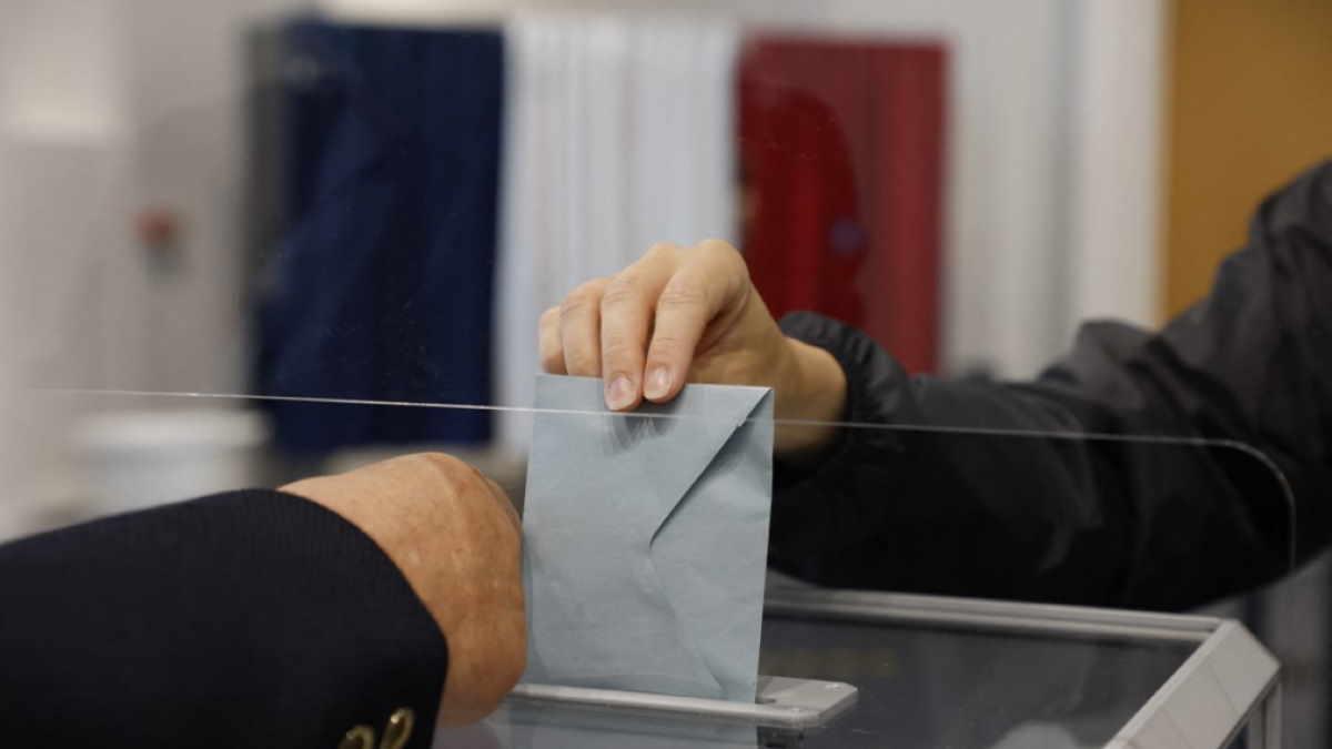 Франция выборы голосование избирательная урна
