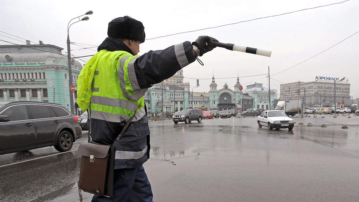 Работа сотрудников ДПС на площади Тверская застава штраф проверка документов гибдд