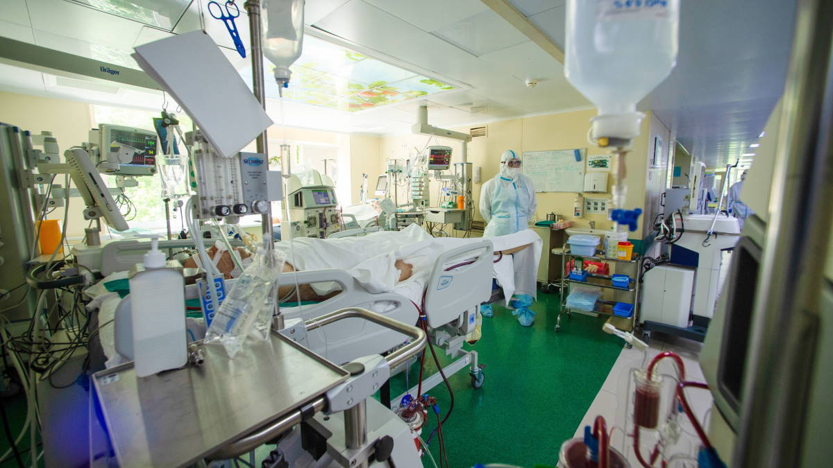 Больница коронавирус палата врач пациенты