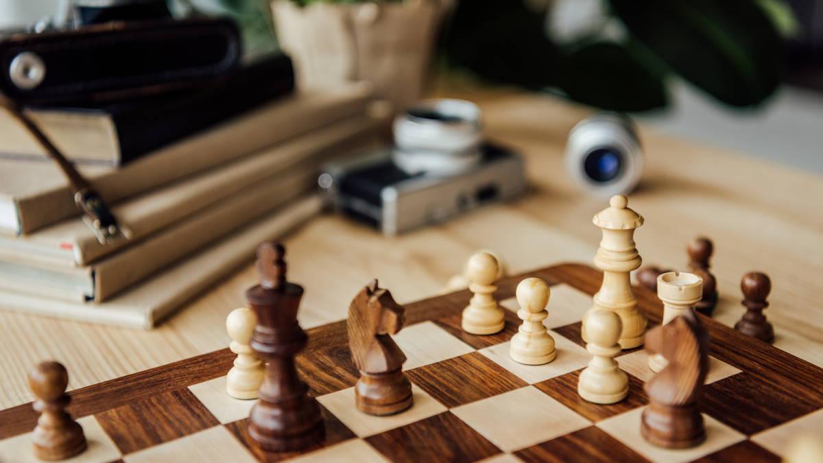 Книги шахматы фотоаппарат