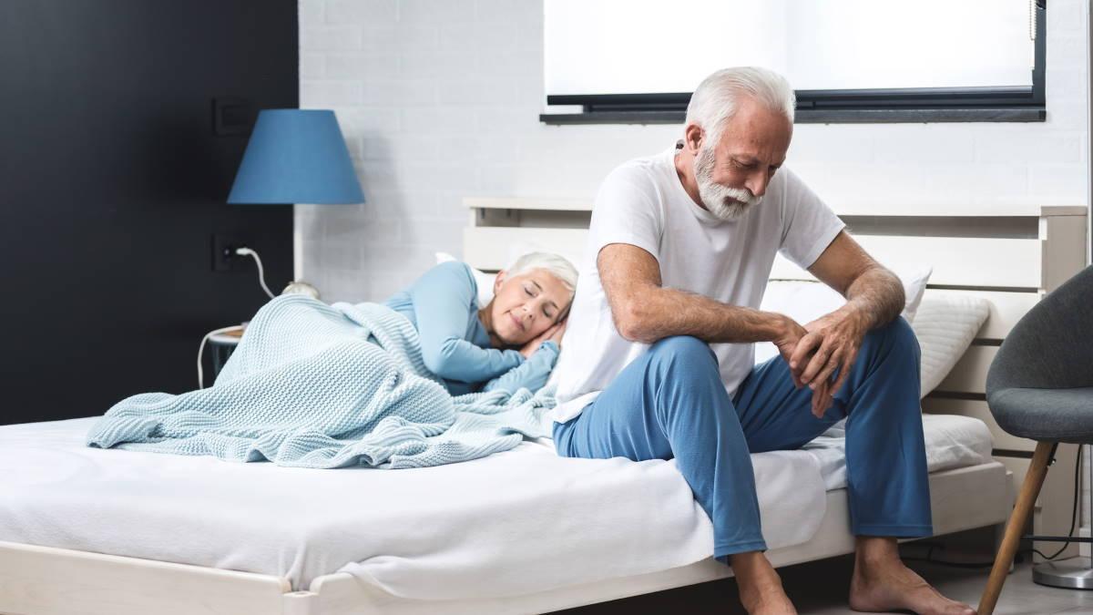 Пожилая пара раннее пробуждение
