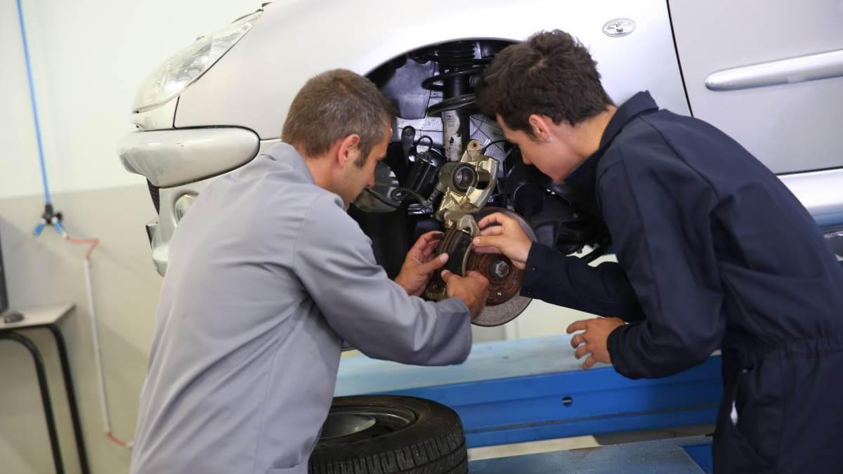 Автомобиль ремонт тормозов
