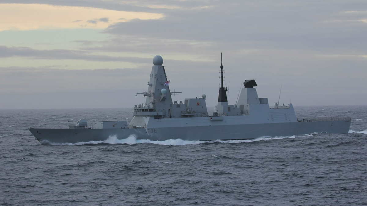 Британский эсминец HMS Defender D36