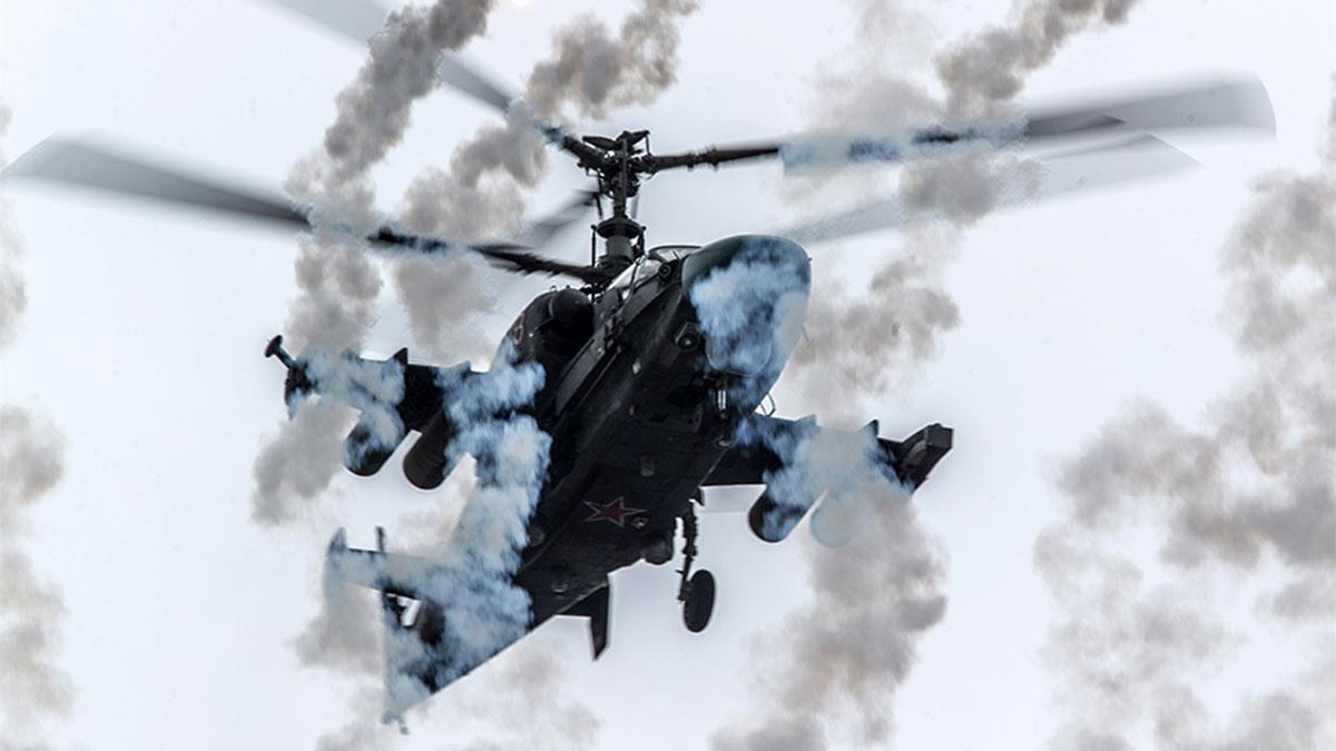 Вертолет Ка-52 на учениях стрельба
