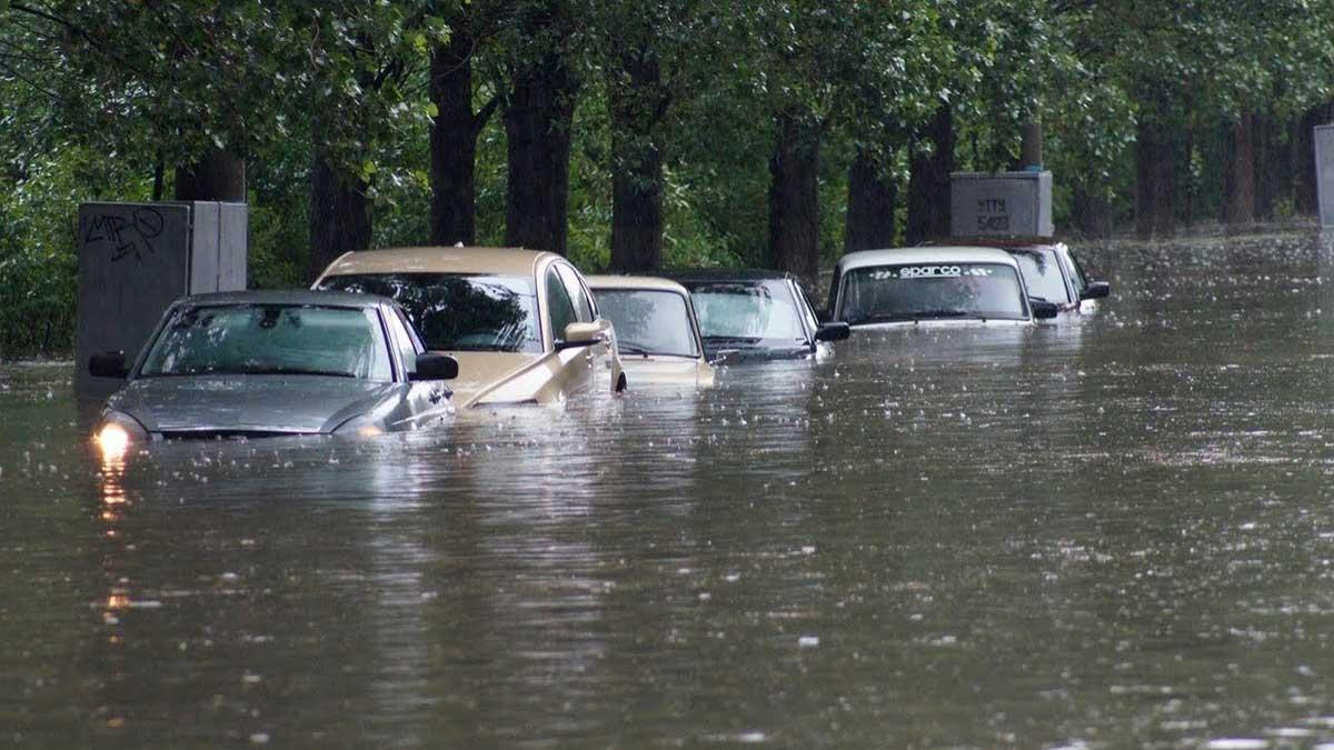 Машины потоп вода город
