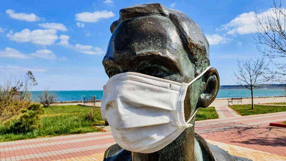 Памятник маска море Крым