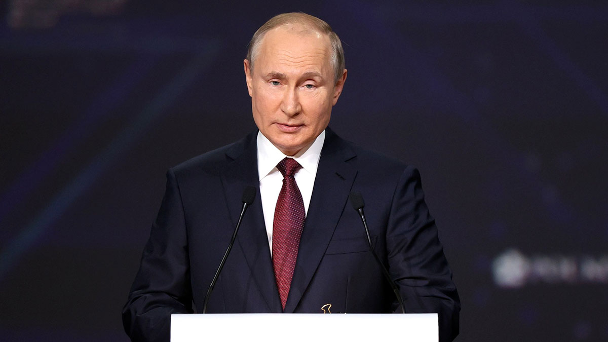 Владимир Путин В ходе пленарного заседания Петербургского международного экономического форума
