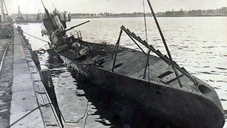 Советская подлодка С-1 после ее подрыва экипажем 23 июня 1941 г.