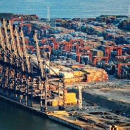 Мировая торговля оказалась в шаге от катастрофы