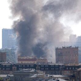 Крупный пожар на складе пиротехники произошел в районе Лужников