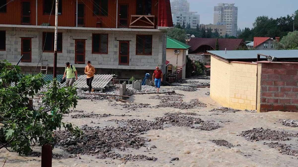 В Ялте несколько домов ушли под воду