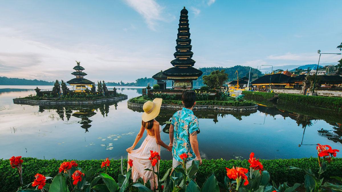 остров Бали Индонезия курорт туристы
