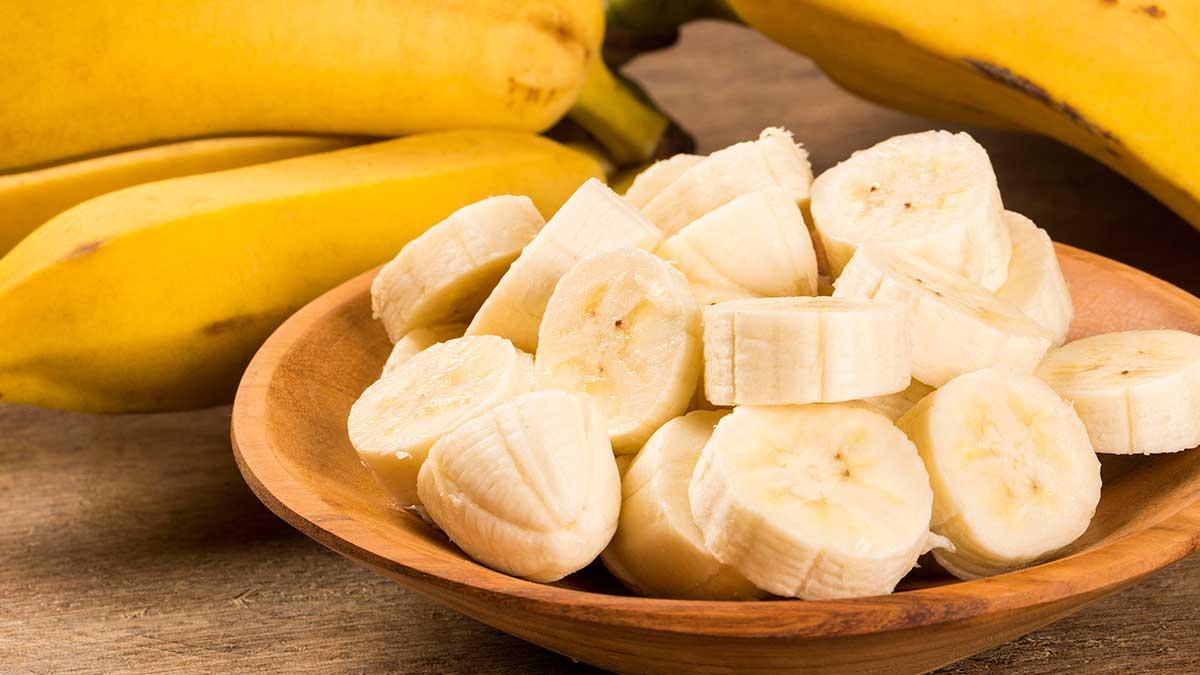 бананы в тарелке