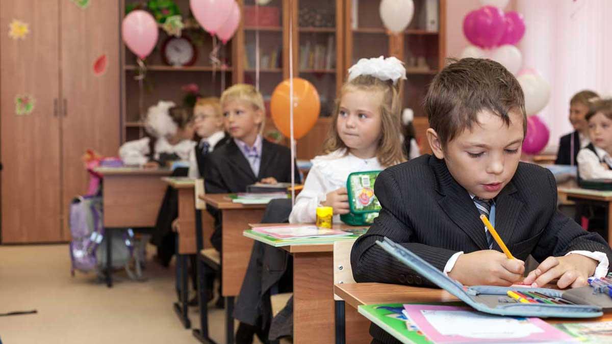дети первый класс школа парты