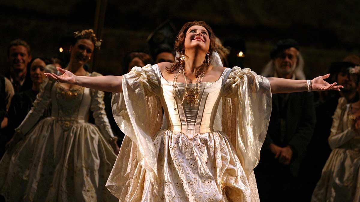 девушка белое платье руки танец