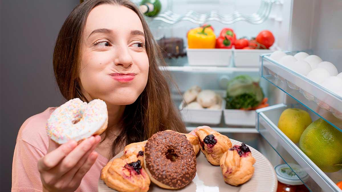 девушка еда
