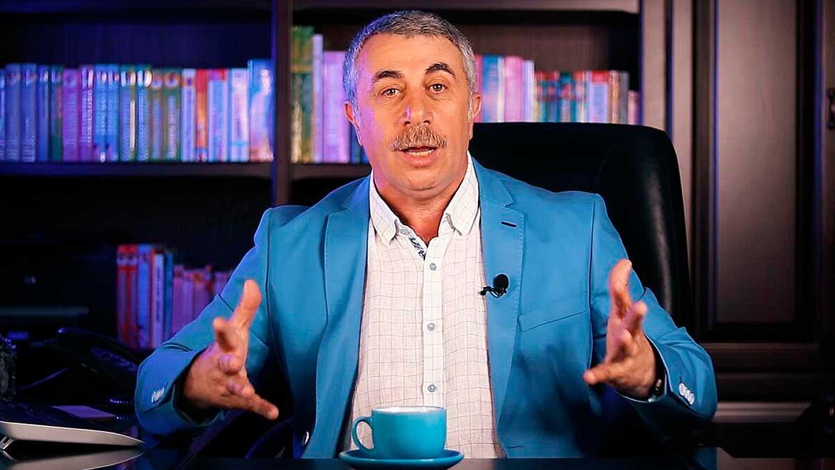 доктор Комаровский с руками объясняет