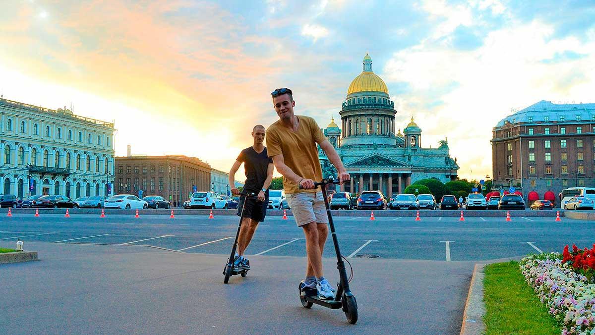 два парня электросамокат Санкт-Петербург