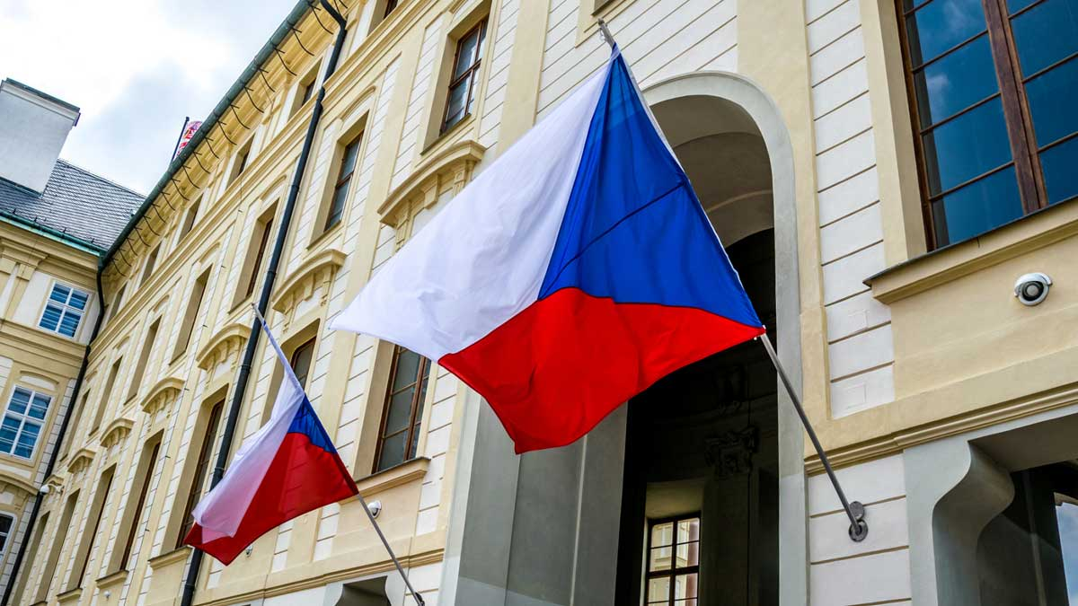 флаги Чехии парламент здание