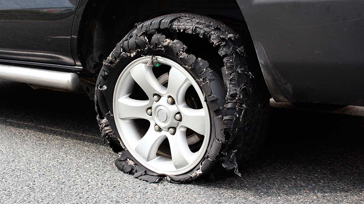 испорченная резина шина колесо