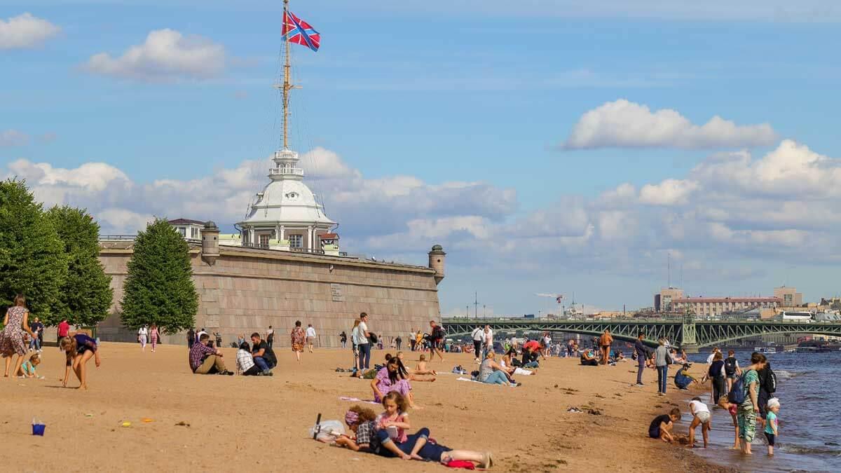 люди купаются пляж Санкт-Петербург