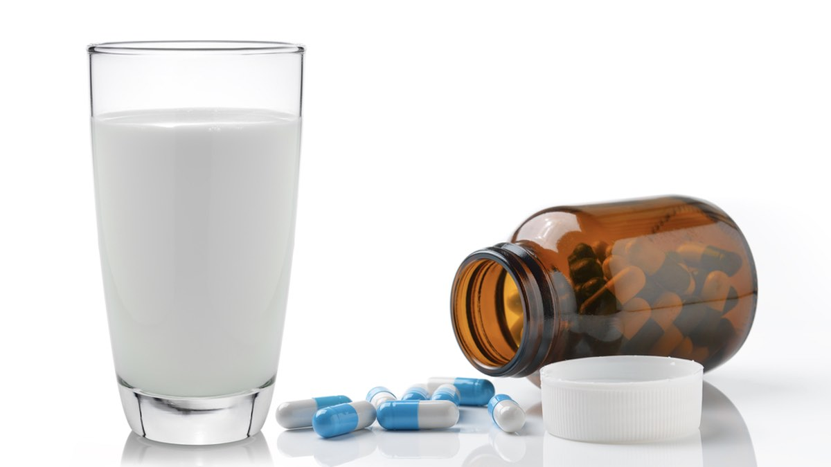 молоко и лекарство