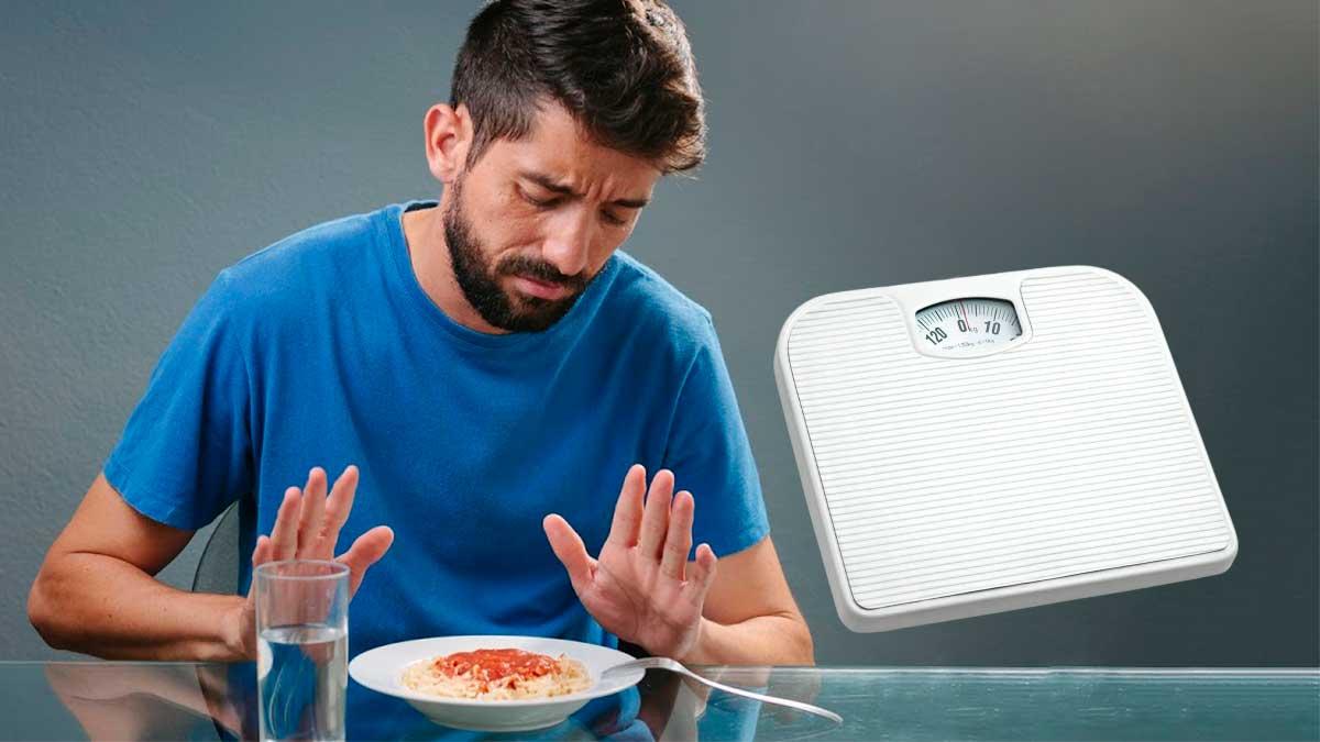 мужчина отказывается от еды весы напольные