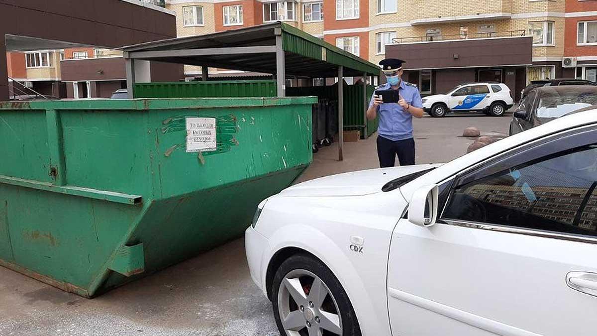 полицейский штраф парковка мусорка автомобиль