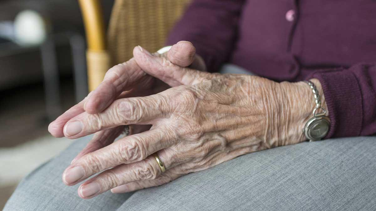 пожилые руки