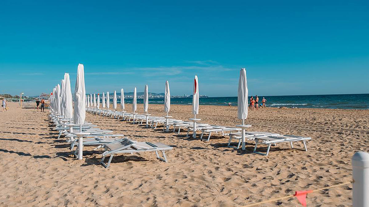 пустой пляж Анапа