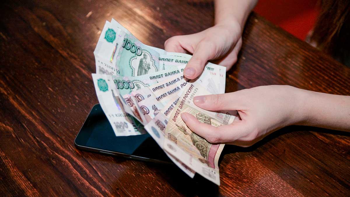 руки деньги рубли телефон