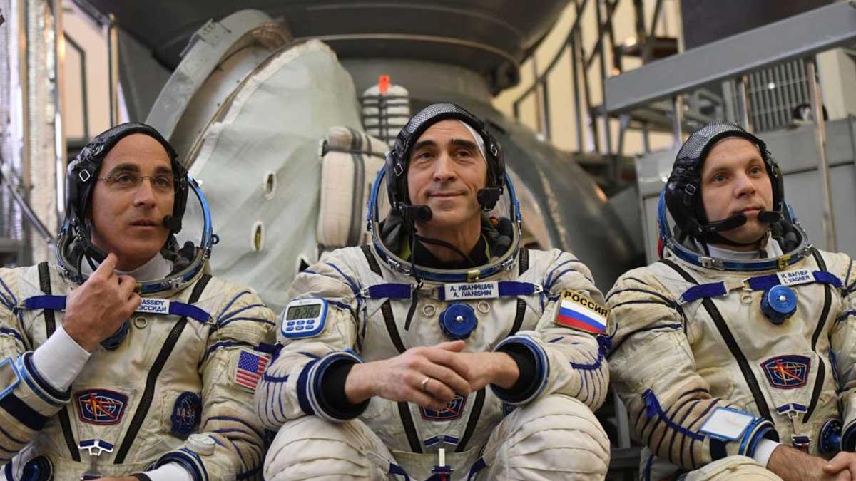 русские и американские космонавты