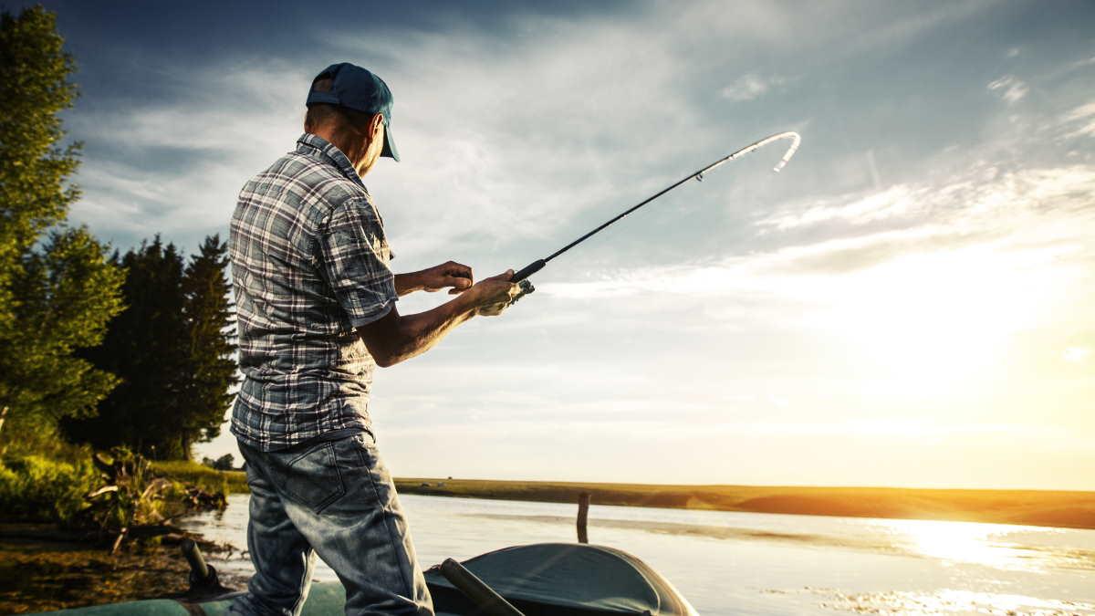 летняя рыбалка на лодке