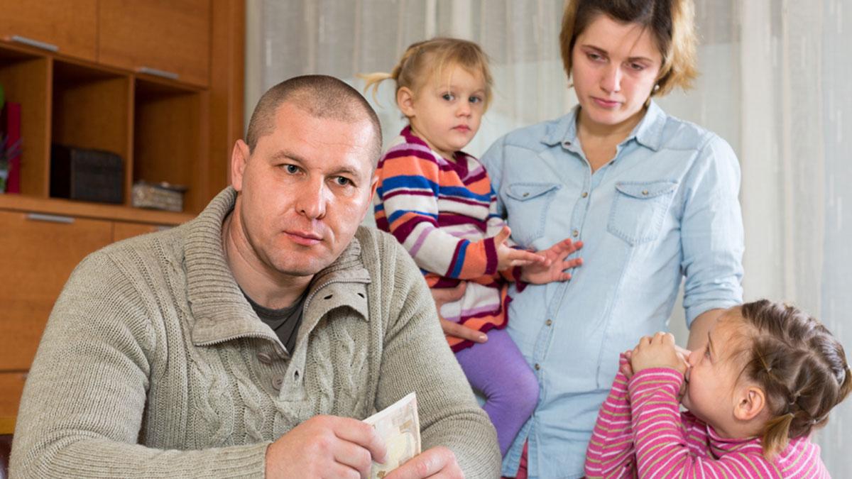 семья с детьми финансы деньги сбережения