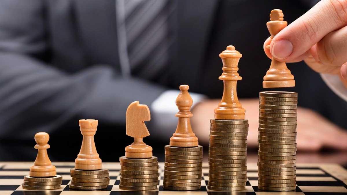 шахматы рука монеты мужчина