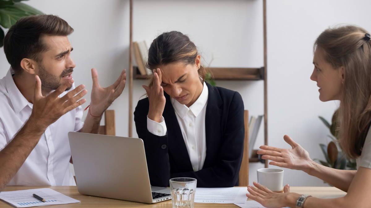 Конфликт на работе спор ссора