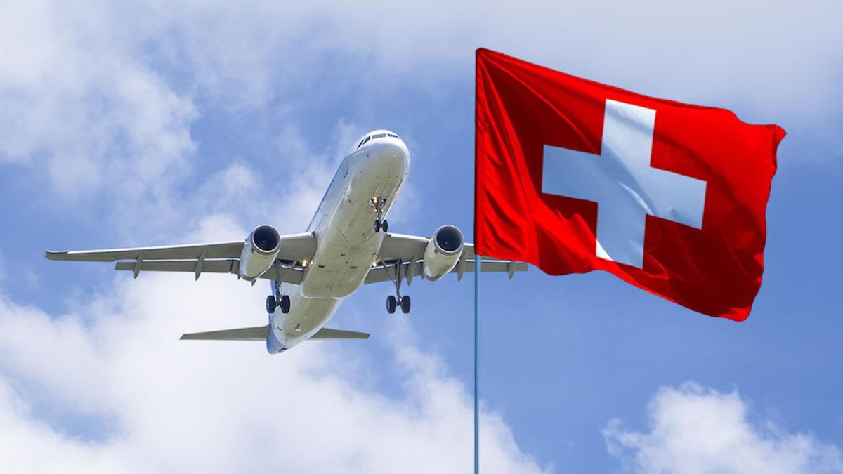 швейцария летящий самолет в небе флаг