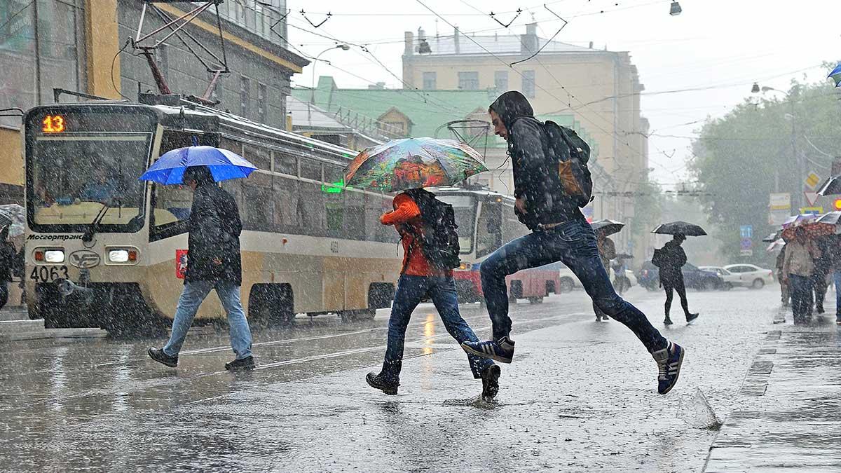 сильный дождь трамвай