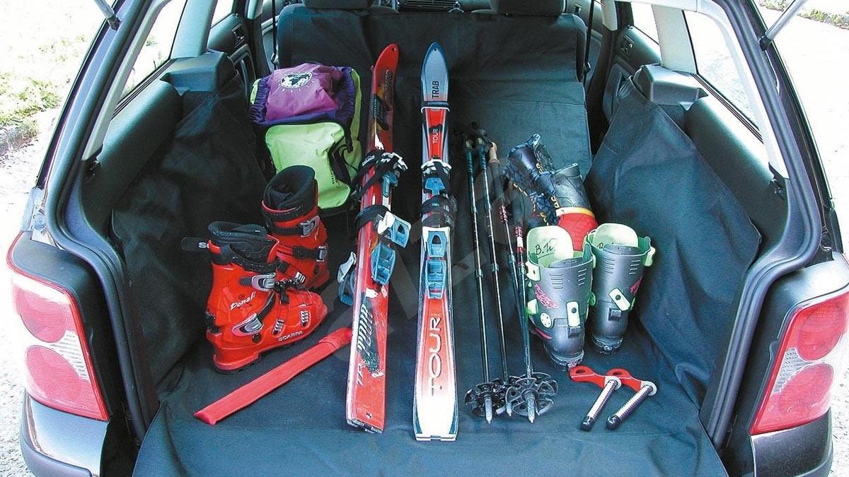 спортивное оборудование в багажнике