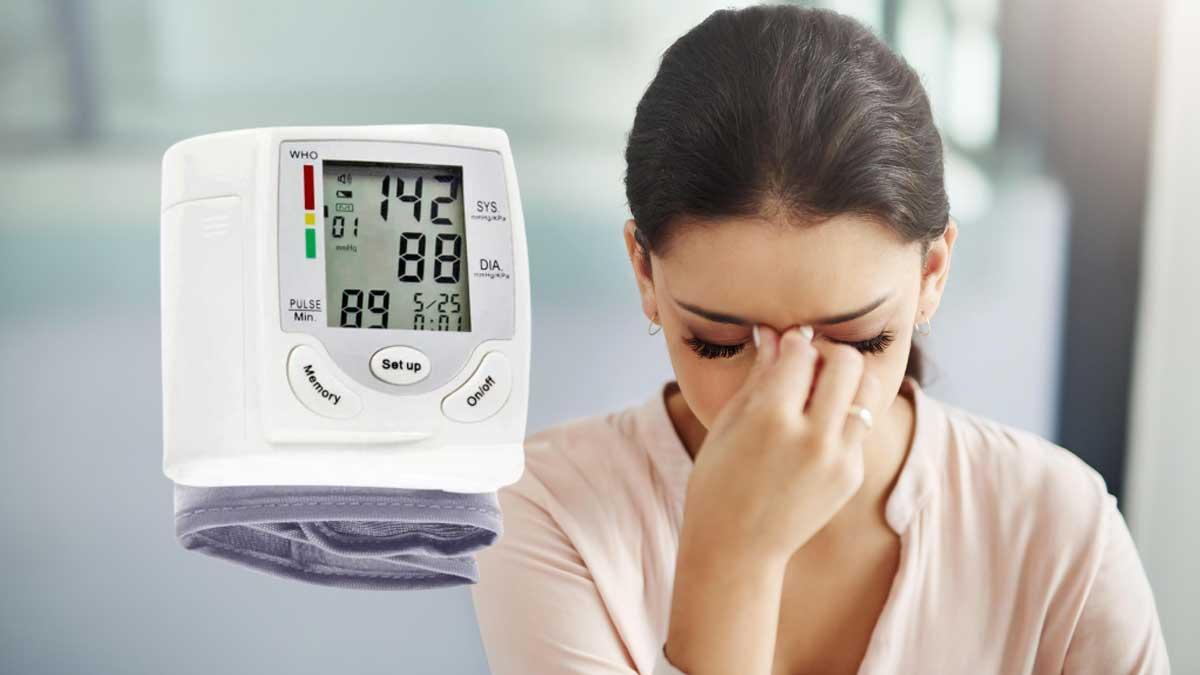 высокое давление головная боль женщина