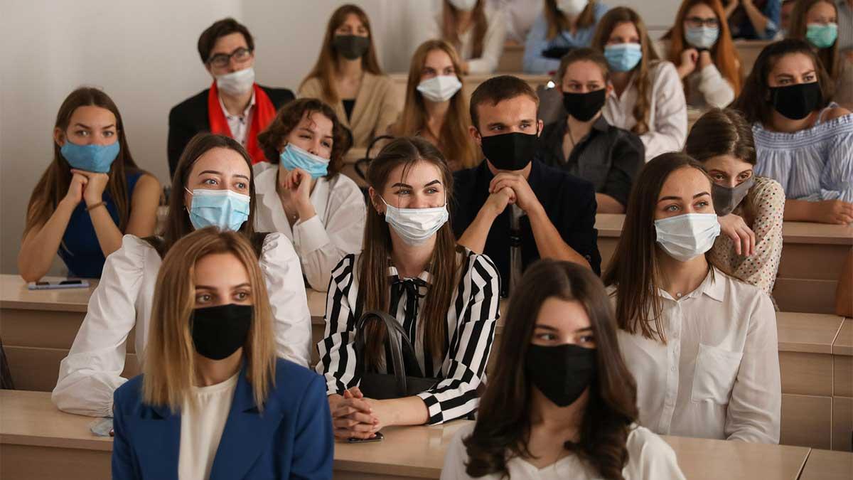 занятия студентов в масках