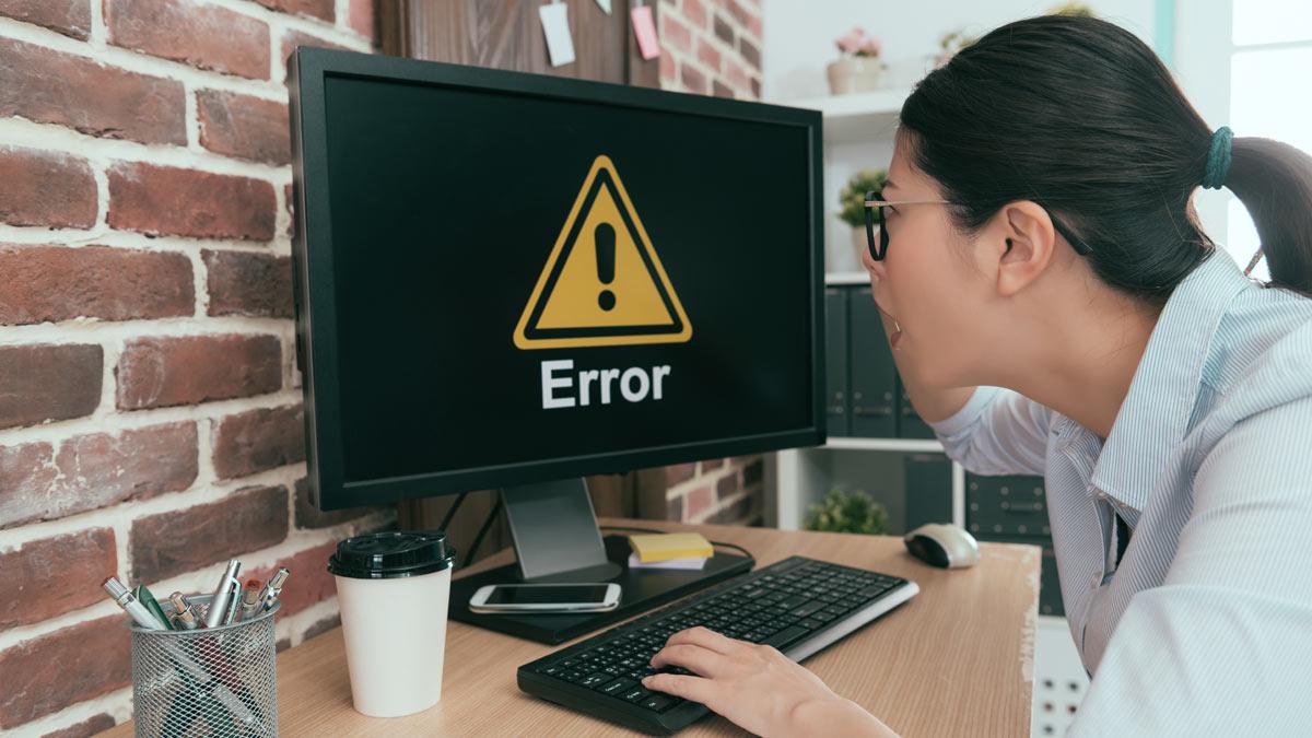 женщина компьютер ошибка клавиатура удивление