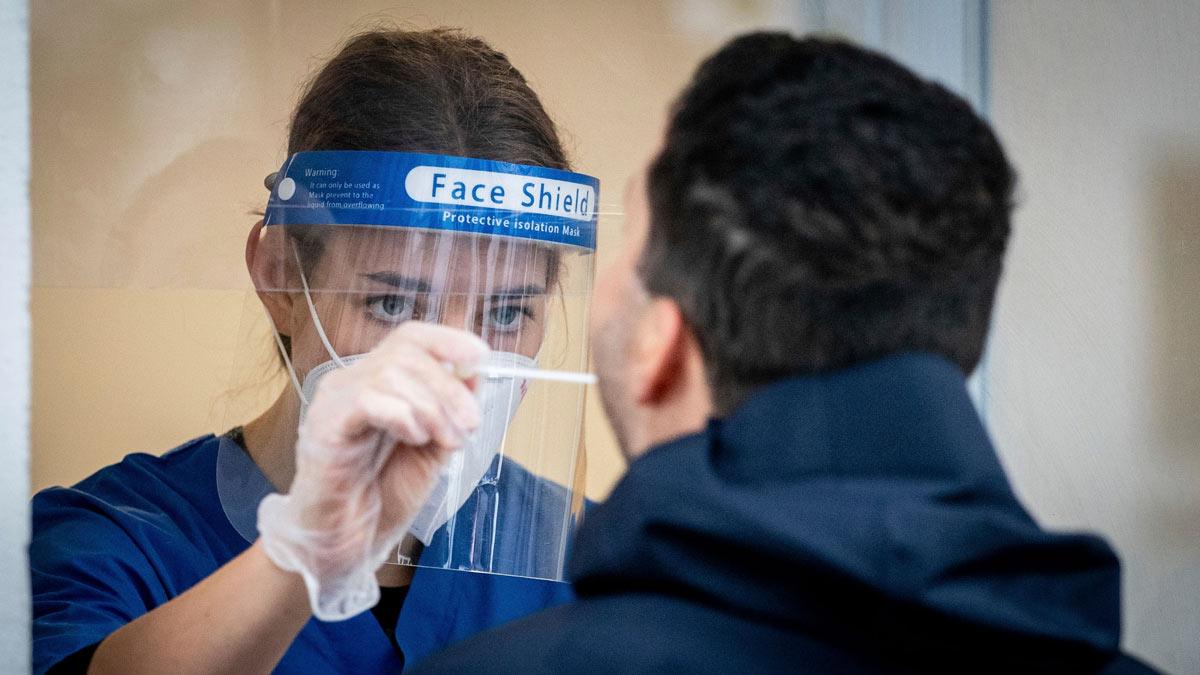 женщина маска анализ тест пцр